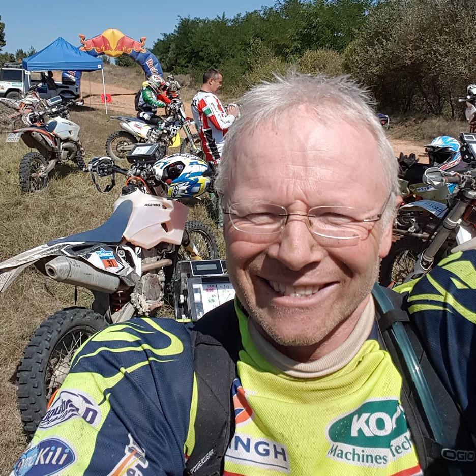 """Martien (57) maakt jeugddroom waar en rijdt een loodzware rally: """"Dit is wat ikwil"""""""
